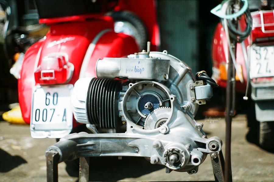 Động cơ xe Vespa cổ tay côn